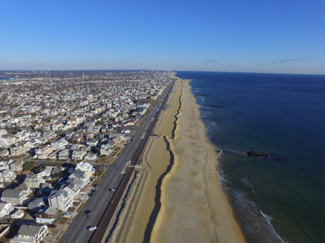 #SNOW @Belmar_NJ prepares for flooding and erosion with Beachfront Emergency Dunes.https://t.co/ZbzmL0jB4y https://t.co/qcro0UHAEJ