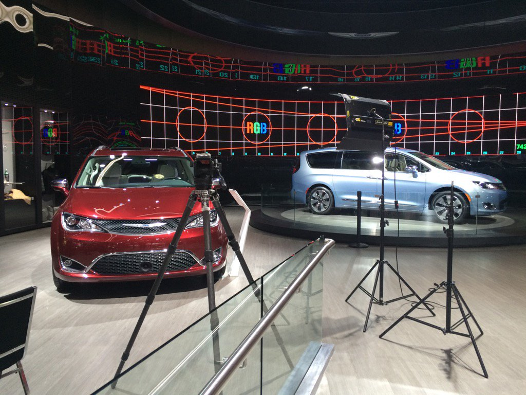 """@FiatChrysler_NA: The @chrysler Pacifica on #goodmorningamerica today 8am EST live from #NAIAS in Detroit https://t.co/7BVspJZT8z"""