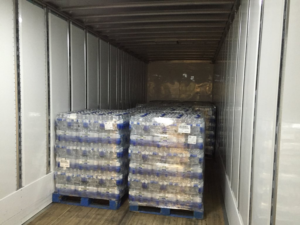 Lions Pro Bowl DE Ziggy Ansah, who wears No. 94, is delivering 94,000 bottles of water to Flint today. https://t.co/xj027yuPZs
