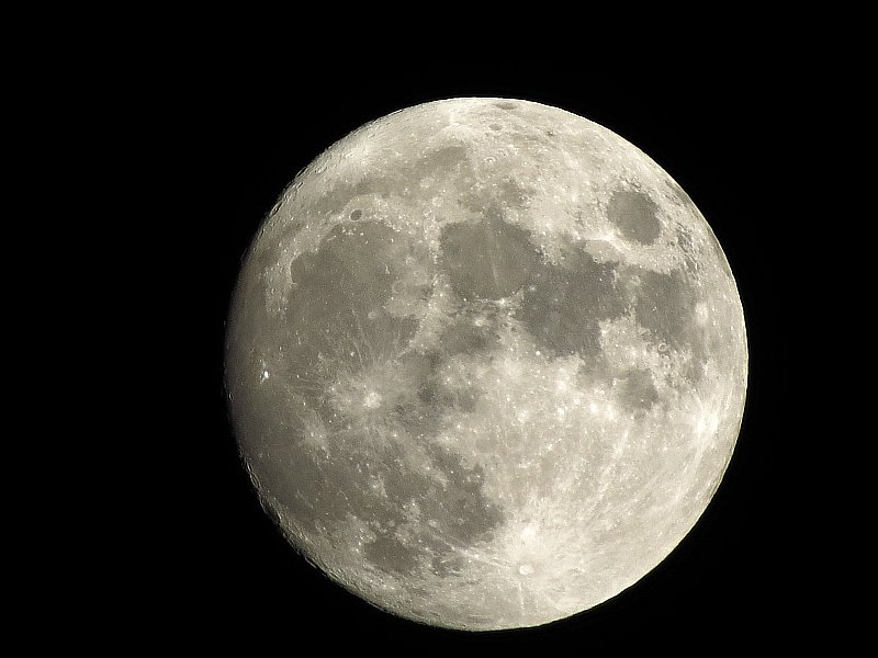 10pm 97.5% waxing gibbous moon 22/1/16. #moonwatch #wonders #astronomy #photography @newburyastro @SkyandTelescope https://t.co/589CGV7Fx0
