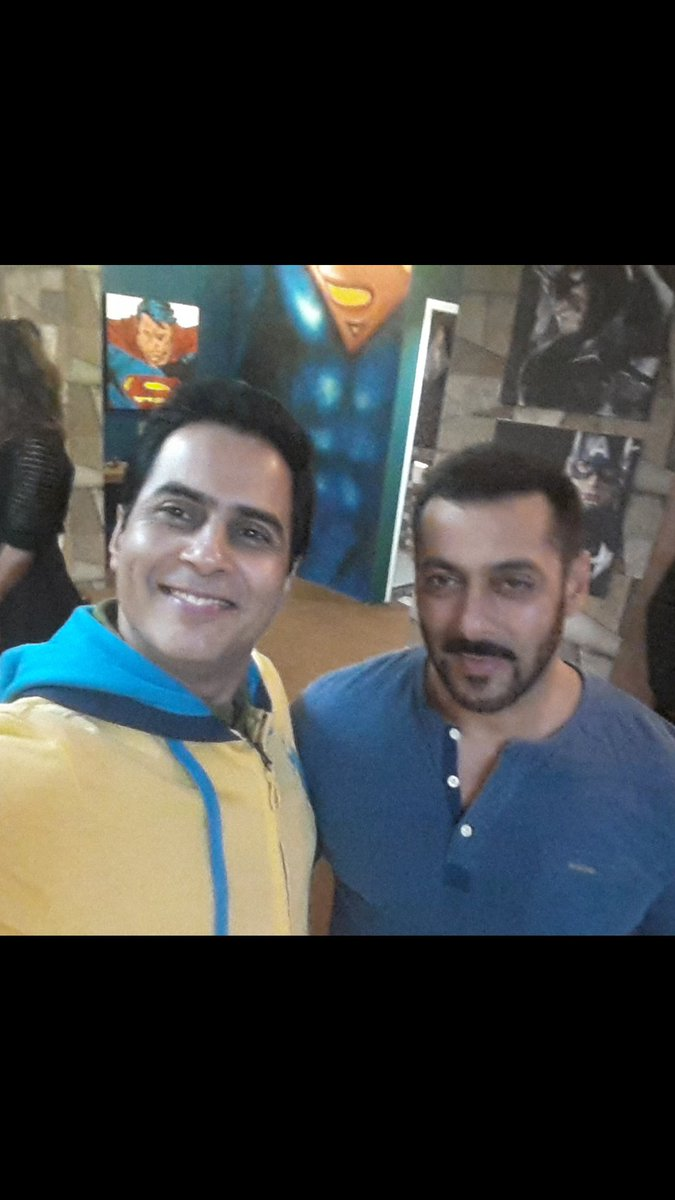 With the man himself  .. SALMAN KHAN  .. at the chalet  .. LONAWALA  . BIG BOSS HOUSE 9 https://t.co/E1SVFpa7r9