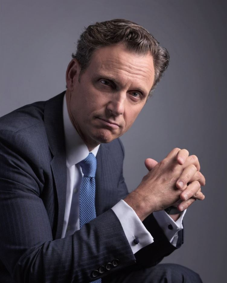 Scandal: Behind the Scenes with Tony Goldwyn by @drewgurian | https://t.co/6wkq3Cy8Hg #photography https://t.co/m5OKad6sIg