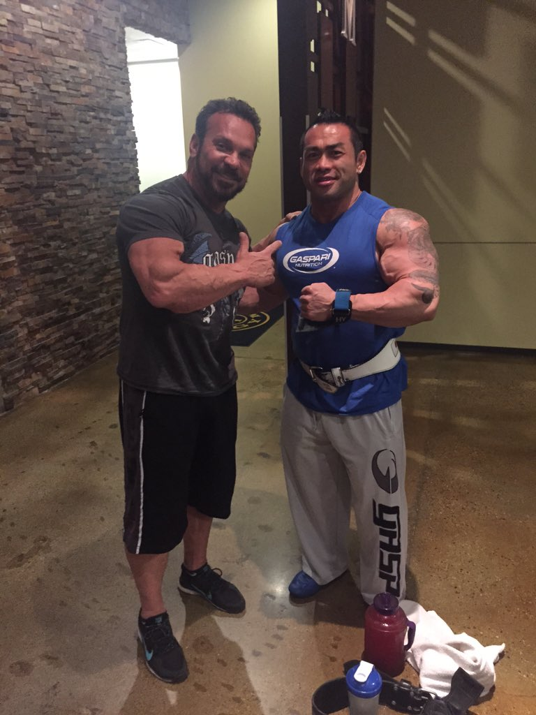 Head over to my Periscope now to watch me train live with @HideYamagishi at @GoldsGym in LA!! https://t.co/1ovjbHVkke