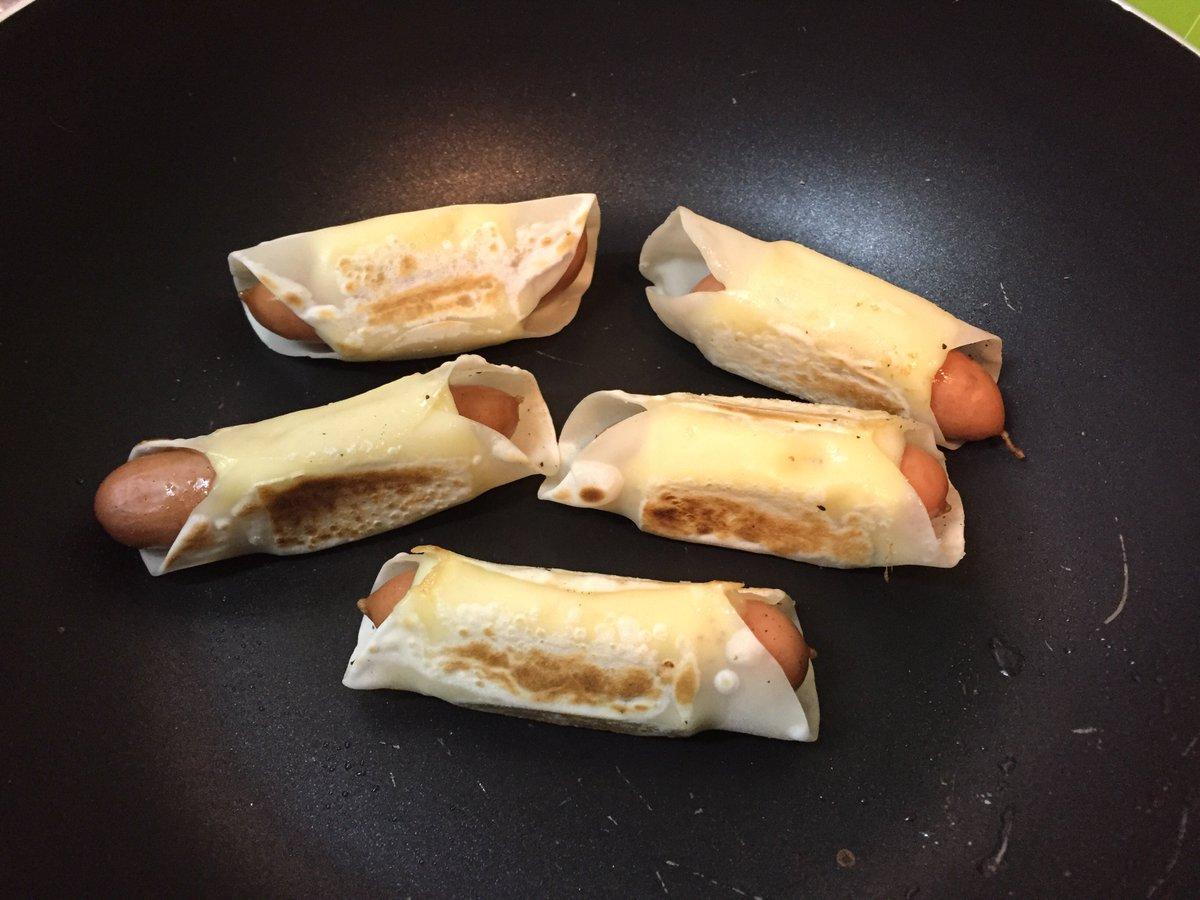いまTwitterで話題!!✨(=゚ω゚)ノ 「餃子の皮でウインナーと溶けるチーズを巻いて焼くだけの簡単絶品おつまみ