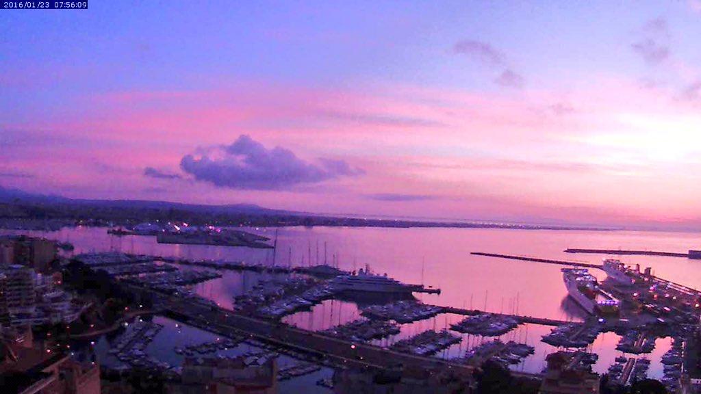 A pesar de que cada mañana compartimos el amanecer desde este rincón de @palmademallorca .No deja de asombrar #today https://t.co/ct2g0tcGA3
