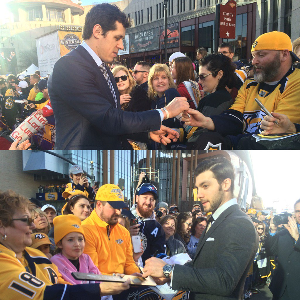 Malkin and Letang signing a TON of autographs heading into the #NHLAllStar Skills Competition. -MC https://t.co/u9CwzUj9zH