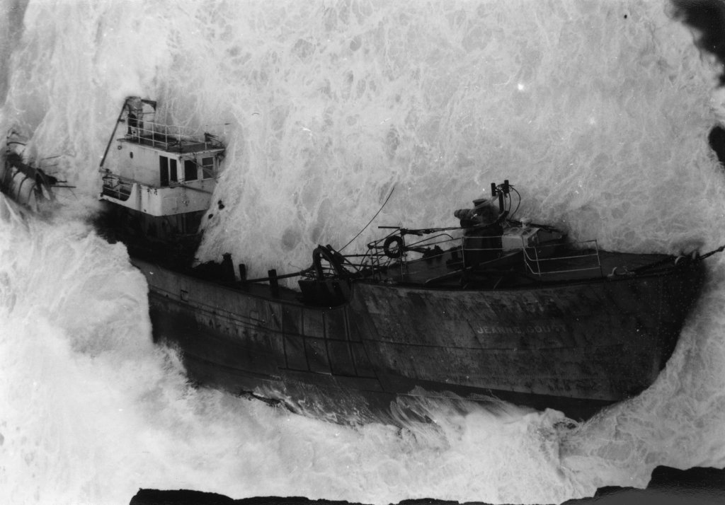 The family that hunted and photographed shipwrecks https://t.co/CEyWXnZ5mL https://t.co/aGPiUOd1jG