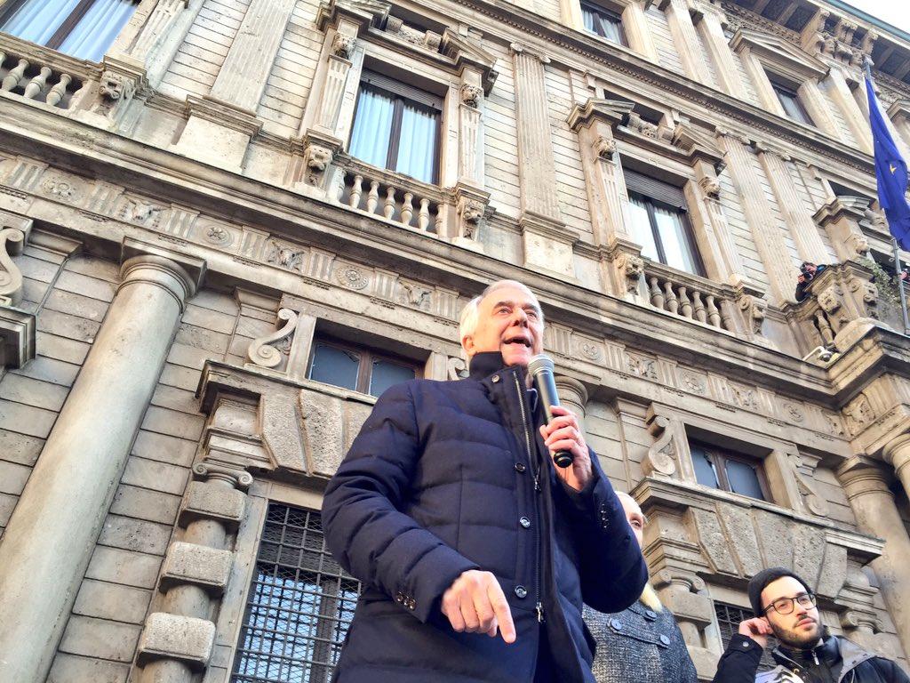 """""""Il Paese non è con chi accende le luci per spegnere i diritti"""". @GiulianoPisapia #svegliatitalia #ilmiosindaco https://t.co/wISCExD6DP"""
