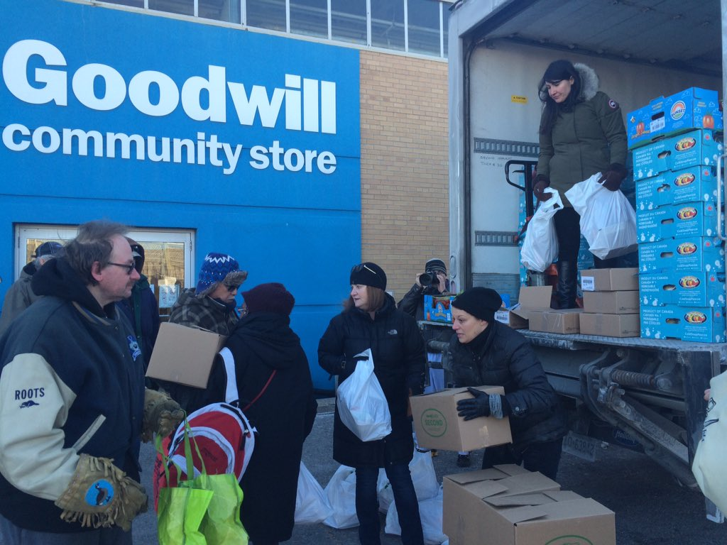 We're stepping in to help support #Goodwill employees by delivering 400+ food hampers today. #GoodwillForGoodwill https://t.co/6HFjLx6xqh