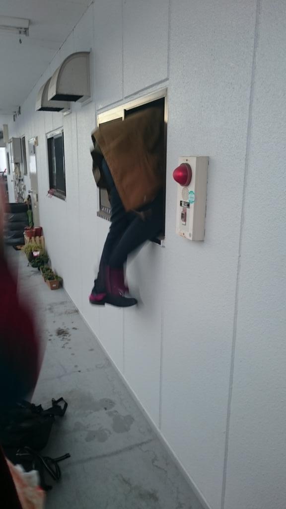 鍵なくしてドアから家に入れないオーガナイザーやばい。 #リミナイ https://t.co/jVVpFhqWET