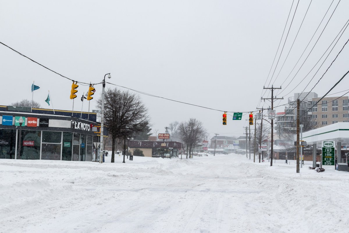#Clarendon is a ghost town. #Snowzilla cc @nbcwashington @OhMyGOFF https://t.co/dDjzWlLcAC