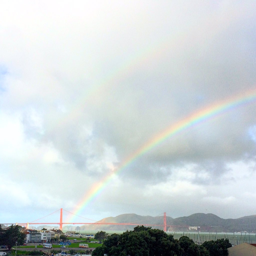 Right now there's a full rainbow over the bay and the Golden Gate Bridge is at the end of it, so that's pretty cool. https://t.co/NHrkL14JeR