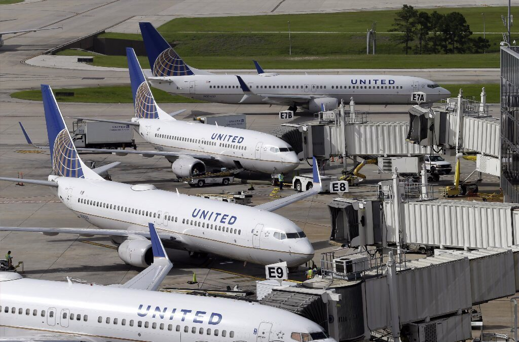 United pilots get pay raise in 2-year labor agreement