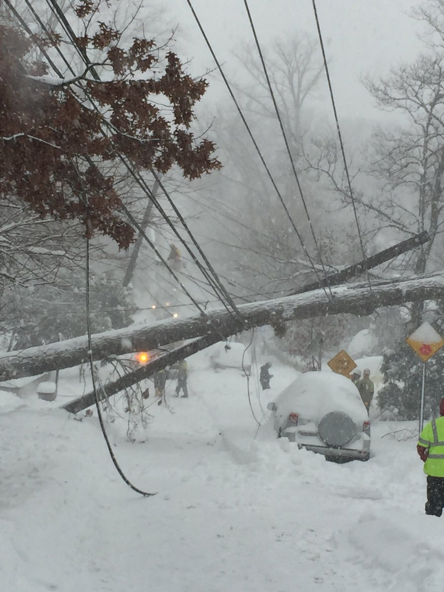 Our crews working today in Takoma Park to restore power #jonasblizzard https://t.co/3K11Cs29j6