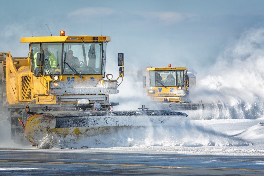 RT @PANYNJ: .@NY_NJairports maintenance crews continue working so airports are ready when flights resume https://t.…