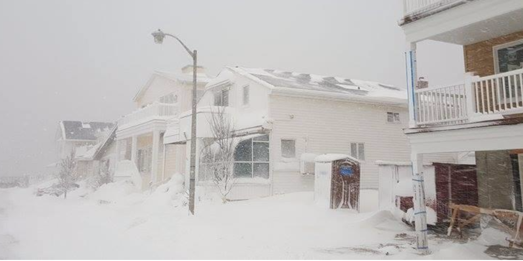 A foot of snow in #NY today? No problem, says @SunPower customer. His solar panels still made a 1kw  #jonasblizzard https://t.co/EVCjmShjFb