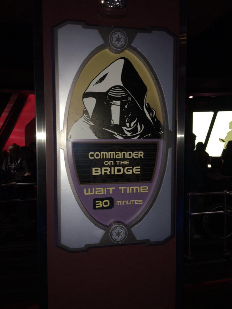 Kylo-Ren has taken over as commander in the bridge in the meet & greet at #SeasonOfTheForce #Disneyland https://t.co/3Hg94pgbPc