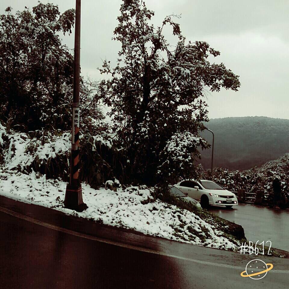 臺北的學生傳照片給我 說她們家下雪了❄️❄️❄️❄️❄️  真的沒有冤情嗎 包大人 https://t.co/Vi66cTub7r