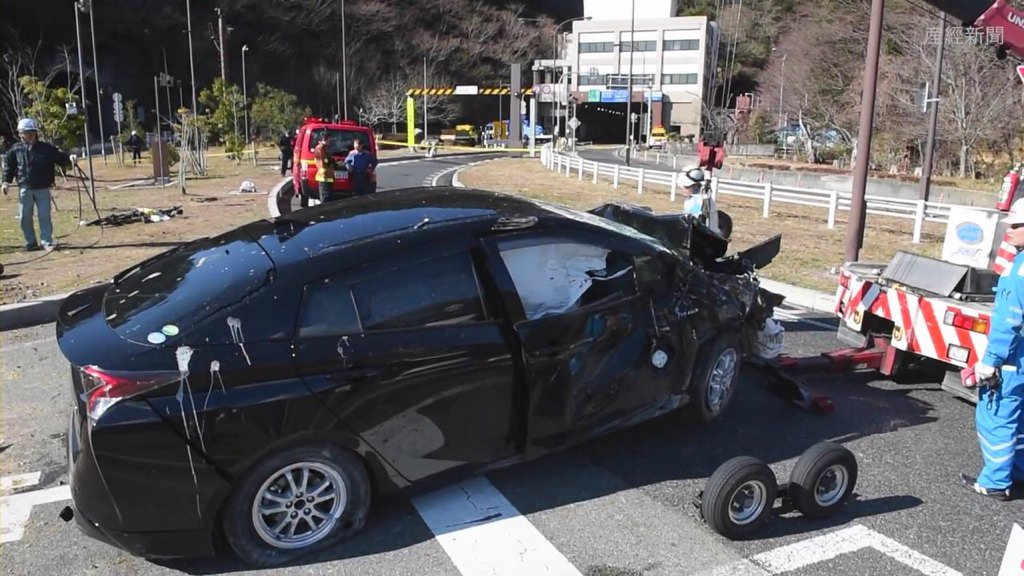 新型プリウス事故第1号もう出てた  はんていさん : 六甲山トンネル付近 車両炎上1人死亡 - livedoor Blog(ブログ) https://t.co/eMrQtnu4Uv #プリウス https://t.co/BG7XC04liK