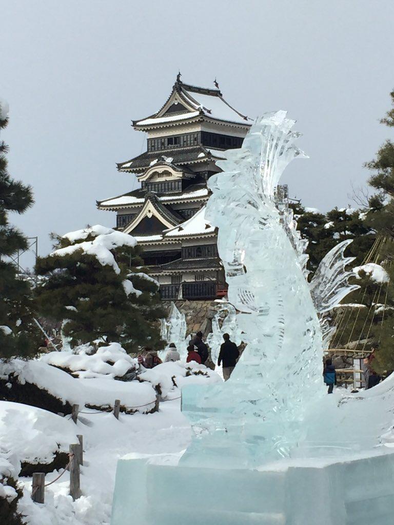 雪積もった松本城最高だし氷の彫刻も凄い https://t.co/R64zpvLwEe