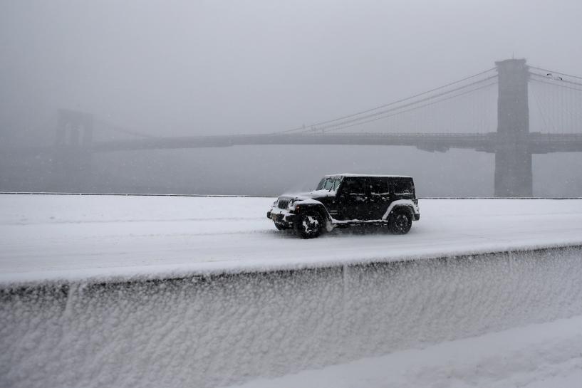 Massive blizzard paralyzes New York and Washington, 19 dead https://t.co/a1Nu9BljLe https://t.co/1sXKyhiqx3