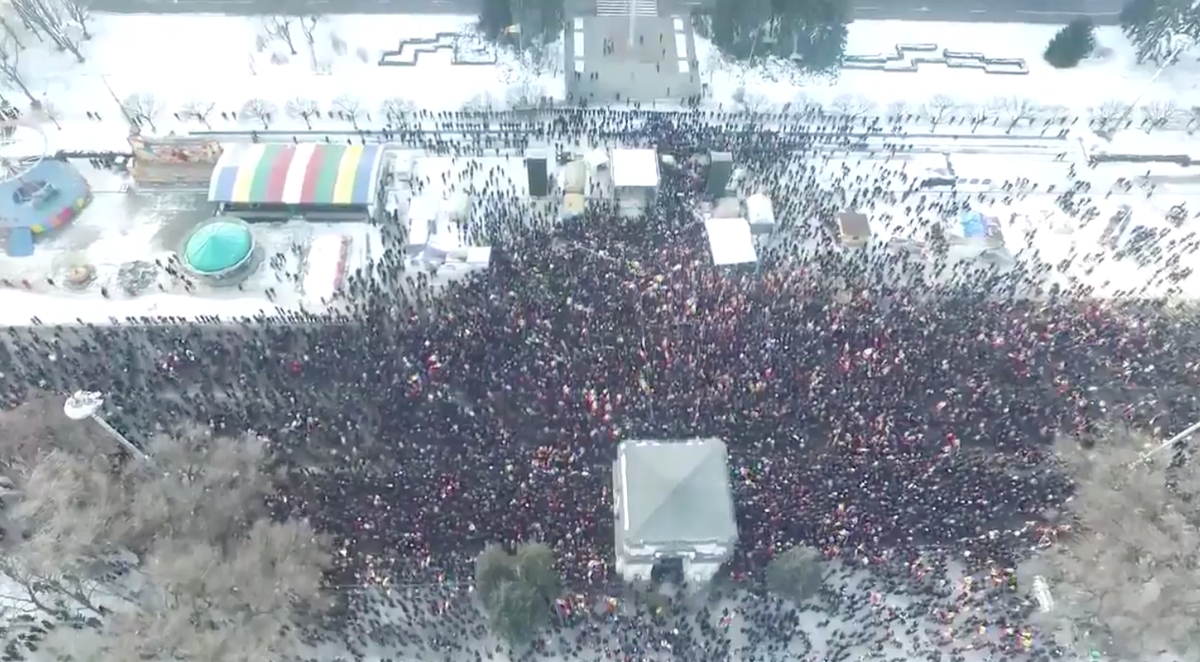 Demonstrations in Moldova from the sky. Drone view. Pls RT: https://t.co/1RKdTDAoan #nuplaha #Moldova #protest https://t.co/dTyra3l42S