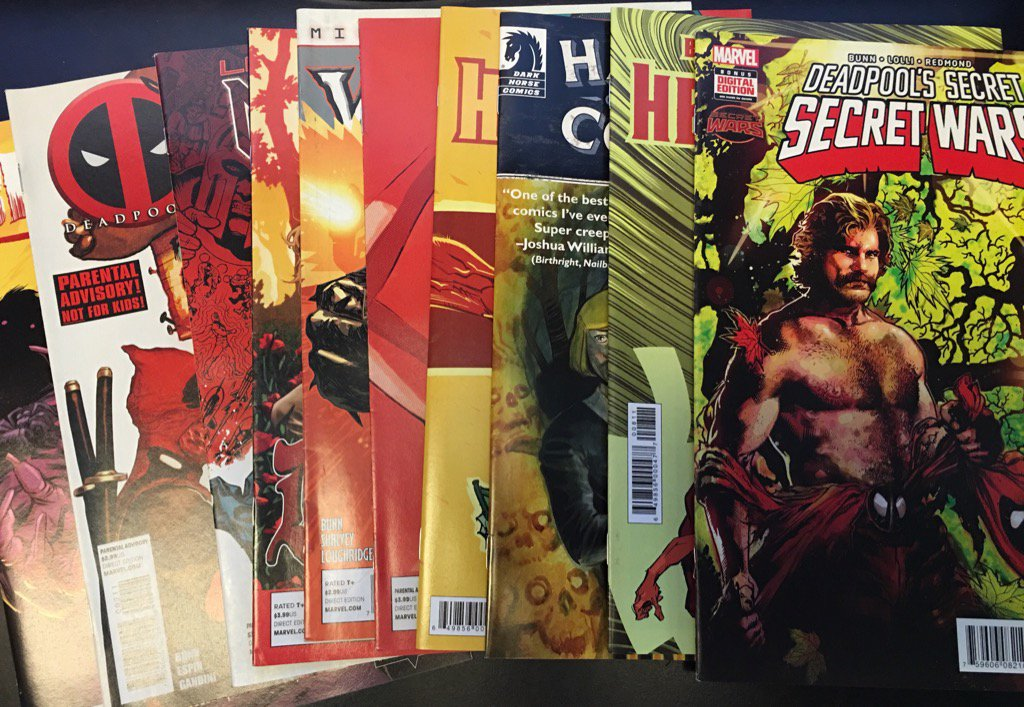 Wanna win these 10 signed comics? Follow me and RT by midnight for your chance! https://t.co/BSaQ7NQqTK