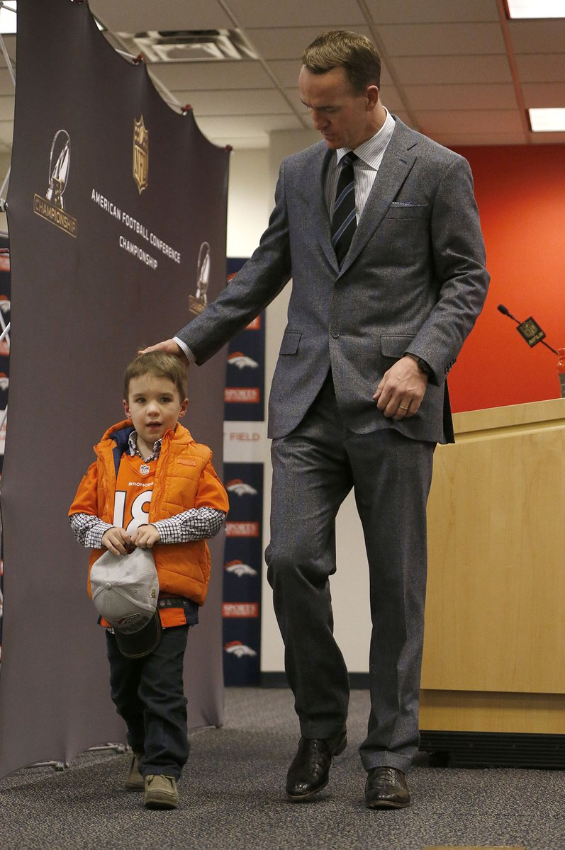 My favorite picture of the day.  Peyton Manning, the Dad. https://t.co/o7Y1R3rKOq