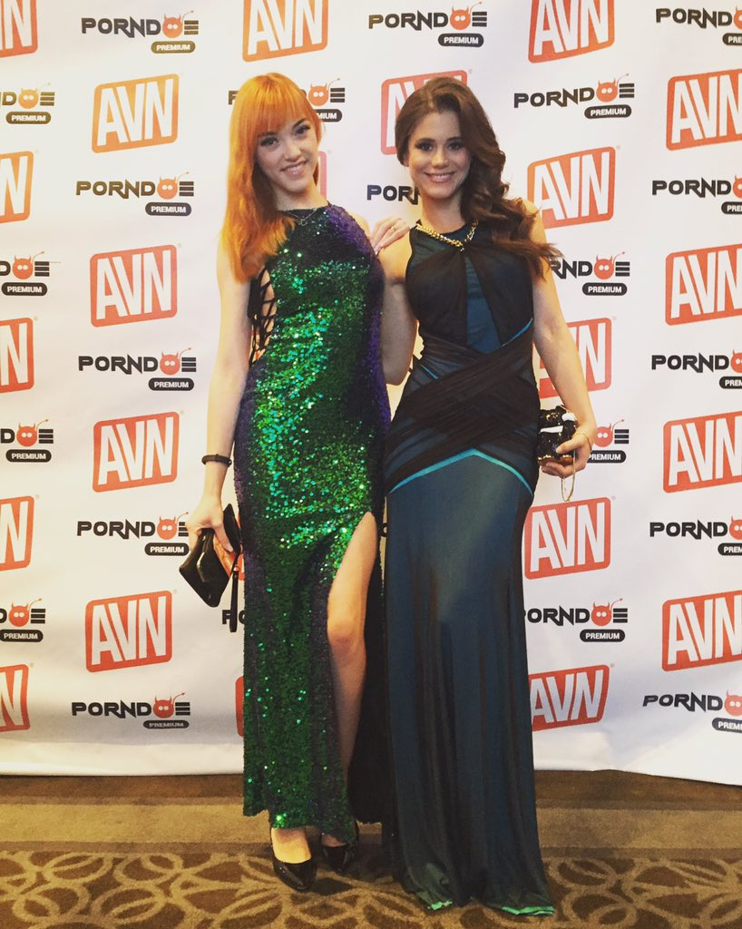 With the #beautiful at the #AVNAwards ? #avn #awards #redcarpet #girls #sexy #rt #party