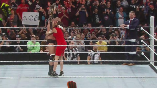 Triple H wins the 2016 #RoyalRumble and is crowned the new WWE World Heavyweight champion! https://t.co/ohUMmZUVNu https://t.co/8sGdjCmguN