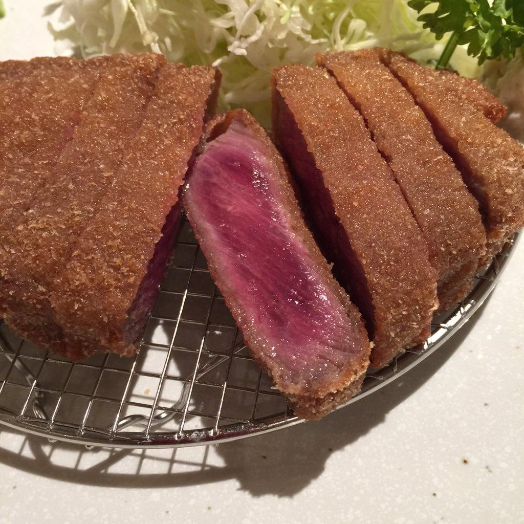 横浜にもようやく牛カツ屋ができた(自分調べ)ので行ってみた。カタメの衣でカチッと揚がってます。また来てもいいかな?場所は焼肉大滝が入っているビルの地下。「ヨコハマ牛カツ黒船」 https://t.co/f3Yv2vF16c