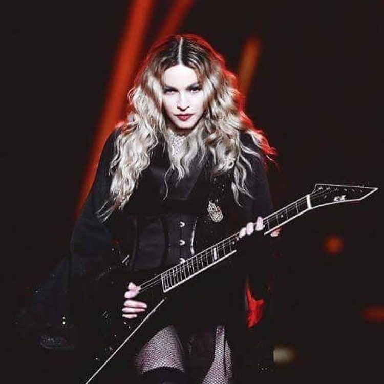 Thank you Miami for another great night⭕️❌‼️????????????????????????????. ❤️#rebelhearttour https://t.co/ORDfmhHI2M