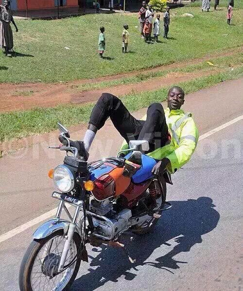 George Lebese passing by Jimmy Tau's crib like-: https://t.co/ziBRvJCpHa