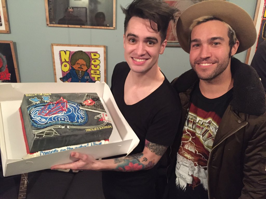 Tonight at @JimmyKimmelLive @petewentz brought me a cake to celebrate being #1. #DeathOfABachelor https://t.co/nWKC4X6QfC