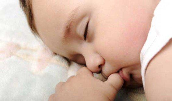Cara Menghilangkan Kebiasaan Anak Yang Suka Menghisap Jempol - AnekaNews.net