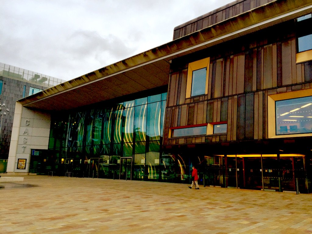 @castindoncaster is one of the most beautiful modern theatres I've ever been in. Why have I never been here before?! https://t.co/SlmvqSJckA