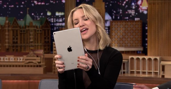 Kate Hudson does a perfect impression of Adele's