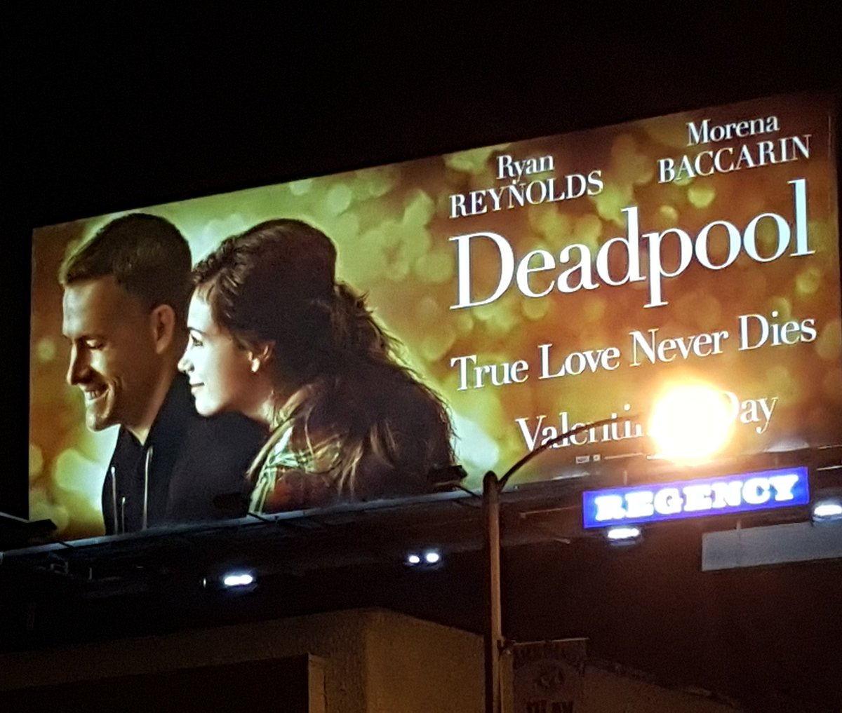 Aww, this looks so tender and sweet. Perfect antidote to the usual violent fare. Go @VancityReynolds! #datenight https://t.co/bkSeC2lfrJ