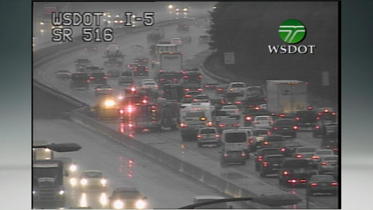 we've got a lady having a baby NB 5 @ 516 in the HOV lane #baby #k5traffic https://t.co/mWfgDy6X89