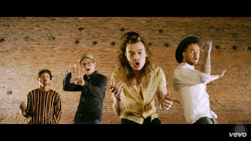 Watch @OneDirection's new video for #History - https://t.co/7mdUpBUFJQ #1DHistoryVideo #ThisIsNOTTheEnd https://t.co/f67fPq0Ion