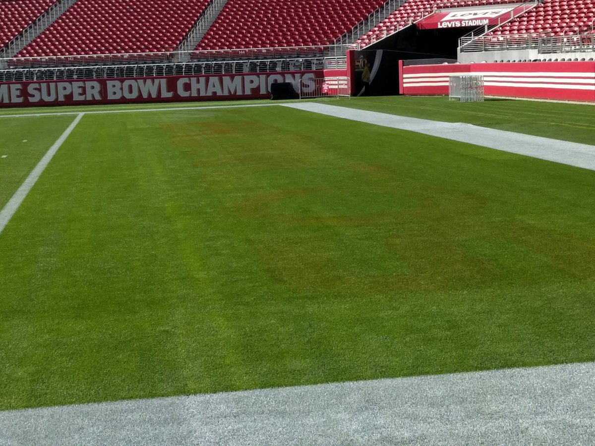 See the faint remains of 'BRONCOS' in the end zone? Grounds crew painted the logo on the wrong side. #SuperBowl50 https://t.co/Jzy060MCzO
