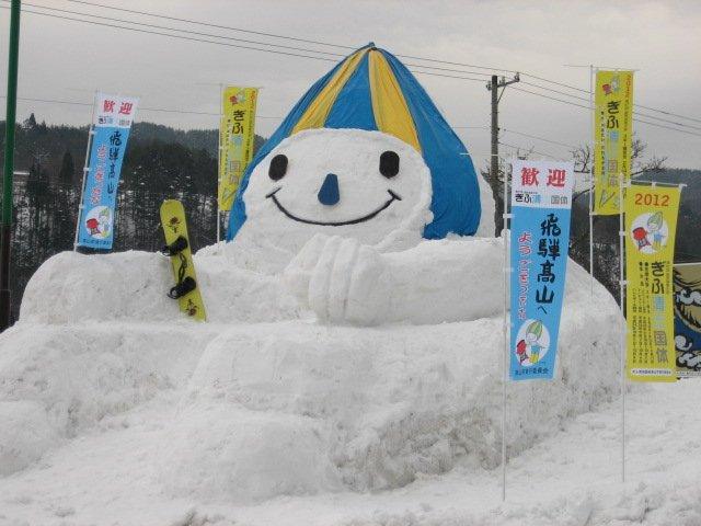 スフィンクスのような雪像にもなっているミナモさんに1票を! #ミナモJマスコット総選挙 https://t.co/l7KXletUhn