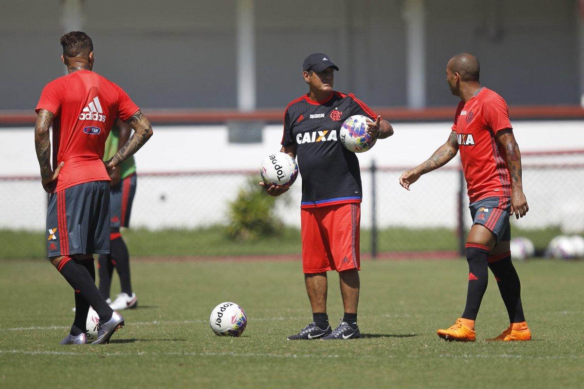 Após discussão com Emerson Sheik, Muricy deixa o Flamengo