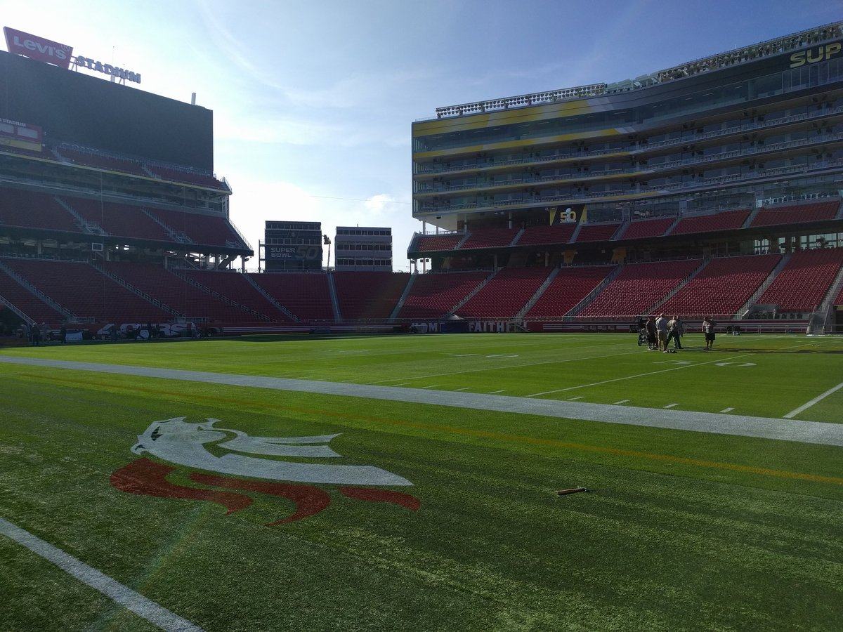 .@Broncos logo on the field as the crew paints the #SuperBowl50 logo at mid-field at @LEVIS Stadium https://t.co/QriPDmQuWk