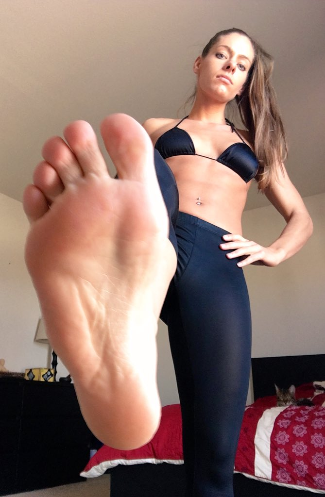 Happy #Tootsie Tuesday 👣 Now kiss my soles you little foot minions!!! & JOiN my site > sVBAiRibvZ