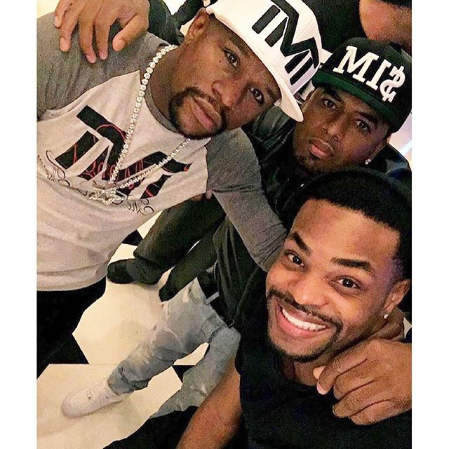 #SelfieAbility Via @shots With The Champ @floydmayweather And @kingbach #MiteWannaHolla https://t.co/9kEU7mo9gG
