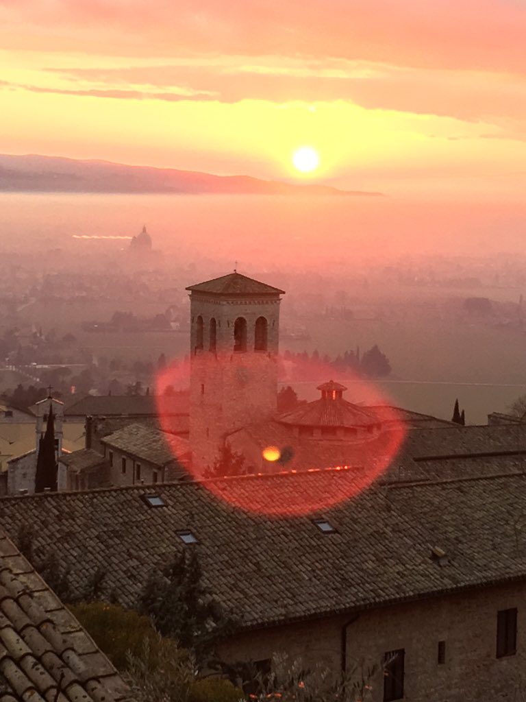 Ciao Assisi. Off to Syria. Keep all of us in your prayers. #worldpeacepulse https://t.co/oDj7WZ2ahw