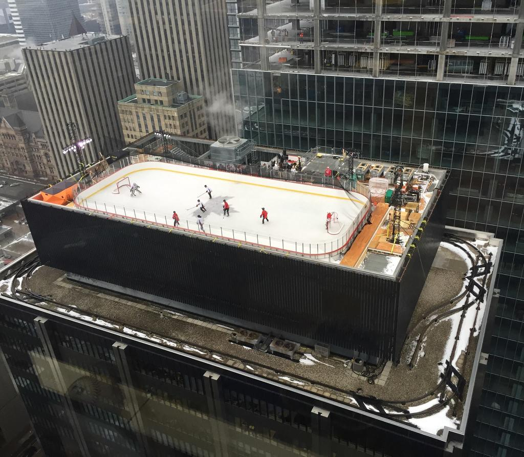 Rooftop hockey rink in NYC https://t.co/6eL380VGfD