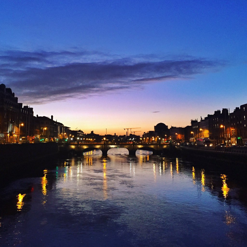 This is what a winter sunset looks like over the Liffey #LoveDublin #lp https://t.co/7gH1A7rwrt