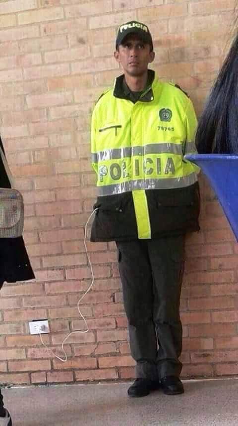 El famoso velador policía. https://t.co/TlpA9rsI0u